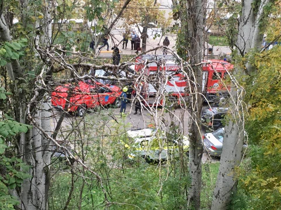 Alertă cu bombă la Curtea de Apel Botanica! Poliția, pompierii și geniștii la fața locului - FOTO