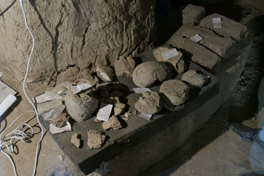 """FOTO// Arheologii din Egipt au descoperit - """"Orașul de Aur"""". Acesta datează din secolul XIV înainte de Hristos"""