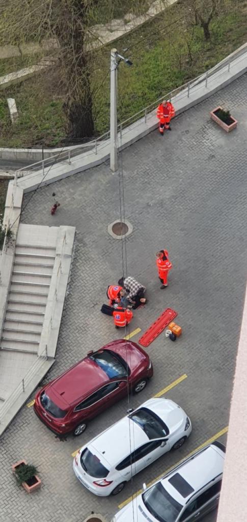 Ultima Oră! FOTO// O femeie s-a aruncat în gol, dintr-un bloc locativ de LUX din sectorul Botanica